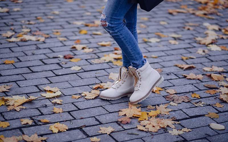 Right Footwear